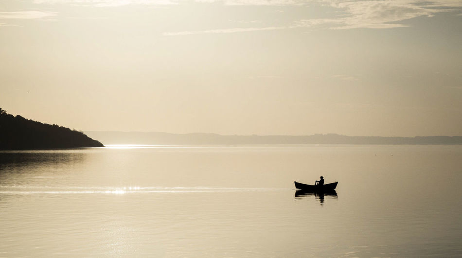Atardecer Nature Sunset Silhouettes Boat Lago Lake Solitary Moments Sunset Water