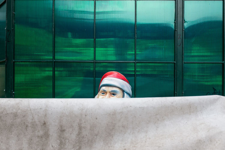 Merry Christmas everyone!! / Santa Claus hiding in Uzice, Serbia. Balkan Behind Christmas Christmas Post Grey Hair Hidden Hiding Looking From Behind Merry Christmas Old Man Postcard Red Hat Santa Santa Claus Serbia Street Photography Streetphoto Streetphoto_color Streetphotography Ulična Fotografija Uzice