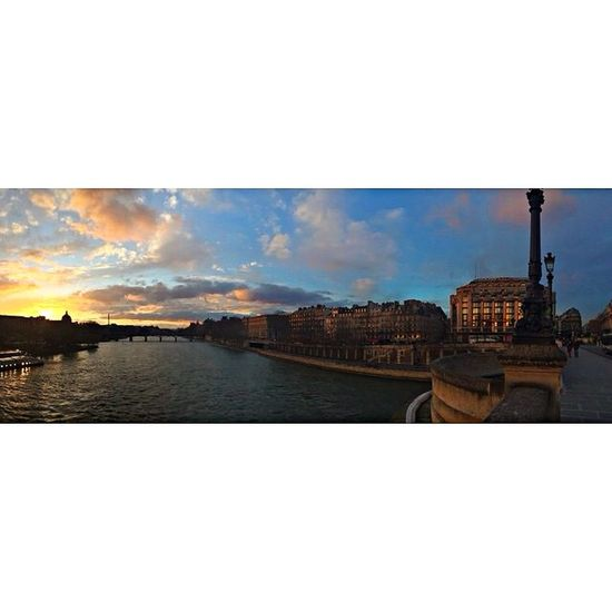 拜拜了,Paris,下次再見! Airport Cdg Paris La Seine Dusk Photography Hello World Enjoying Life Panorama IPhoneography