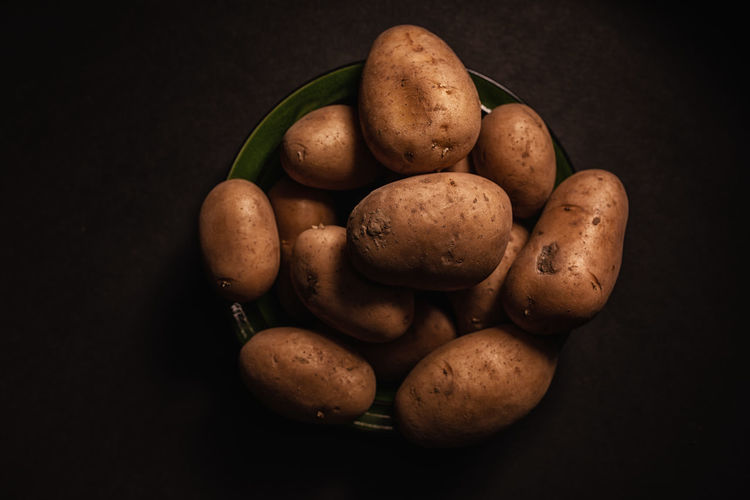 Food Food And Drink Freshness Wellbeing Healthy Eating Studio Shot Potato Black Background Vegetable Indoors  Raw Potato Still Life Close-up Raw Food Brown No People Large Group Of Objects High Angle View Directly Above Root Vegetable Snack