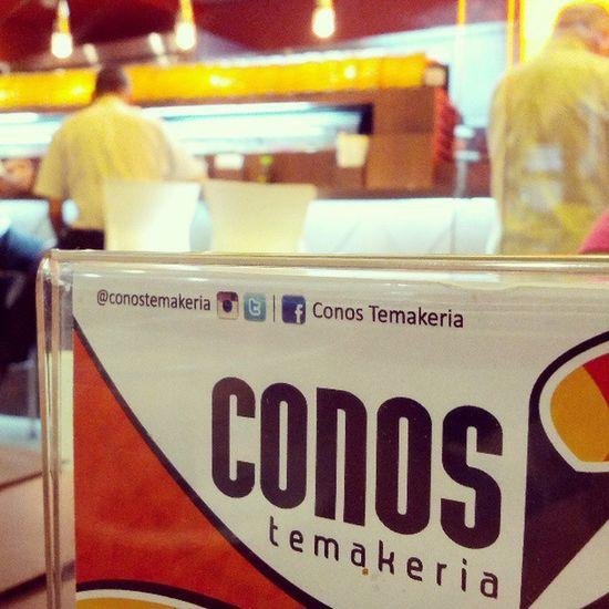 Comiendo unos conos con @claudiaaalexandra en @conostemakeria Conos Temaki Fish Salmon