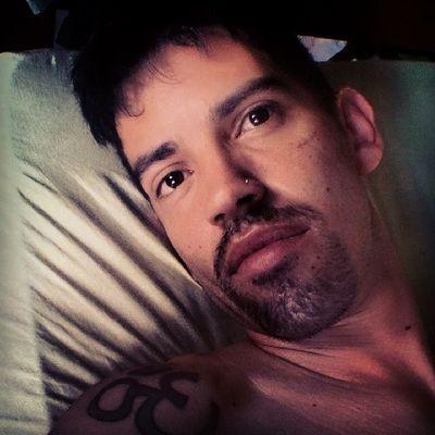 Bom dia pra quem tá levantando agora da cama assim como eu pra ir trabalhar....... Kkkkkkkk
