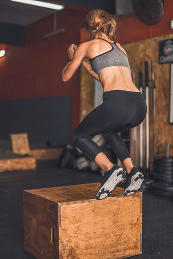 Box Jump Exercising Indoor Activities Musculation  Squat Blonde Exercising Cross Training Crossfit Crossfit Girl Energy Full Length Indoors  Jumping Kettlebell  Lifestyles Muscular Build One Person Real People Rear View Sport Clothing Stretching Training Weightlifting Women Workout