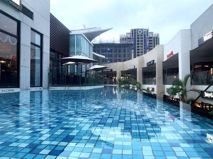 水平 Building Exterior Built Structure Architecture City Building Water Swimming Pool