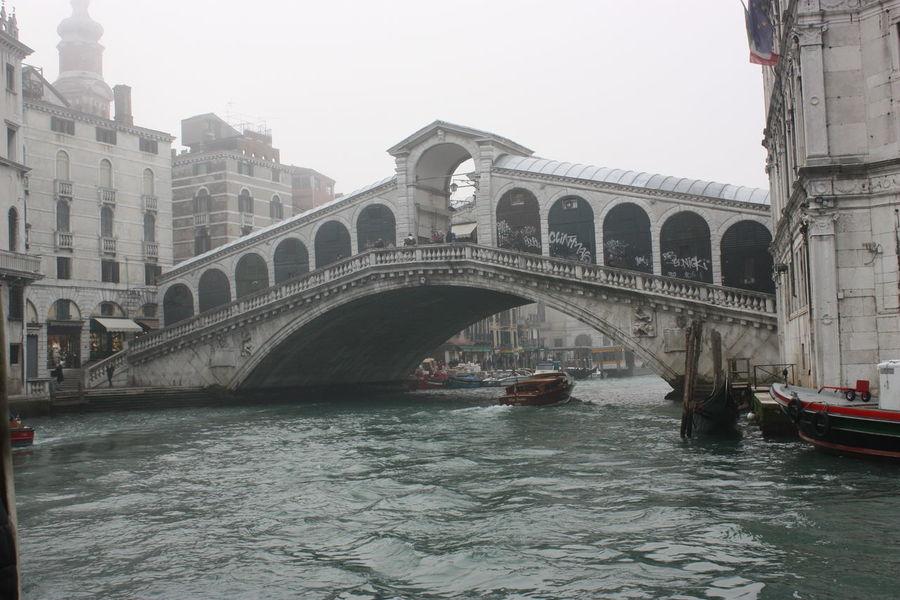 Veneza Veneto Venezia Gondola Canal Italy Italia Italy Holidays Gondole In Venice Venice Italy Venice Canals Venice Foggy Foggy Day Foggy Morning Fog Rialto Rialtobridge Ponte Di Rialto Seeing The Sights