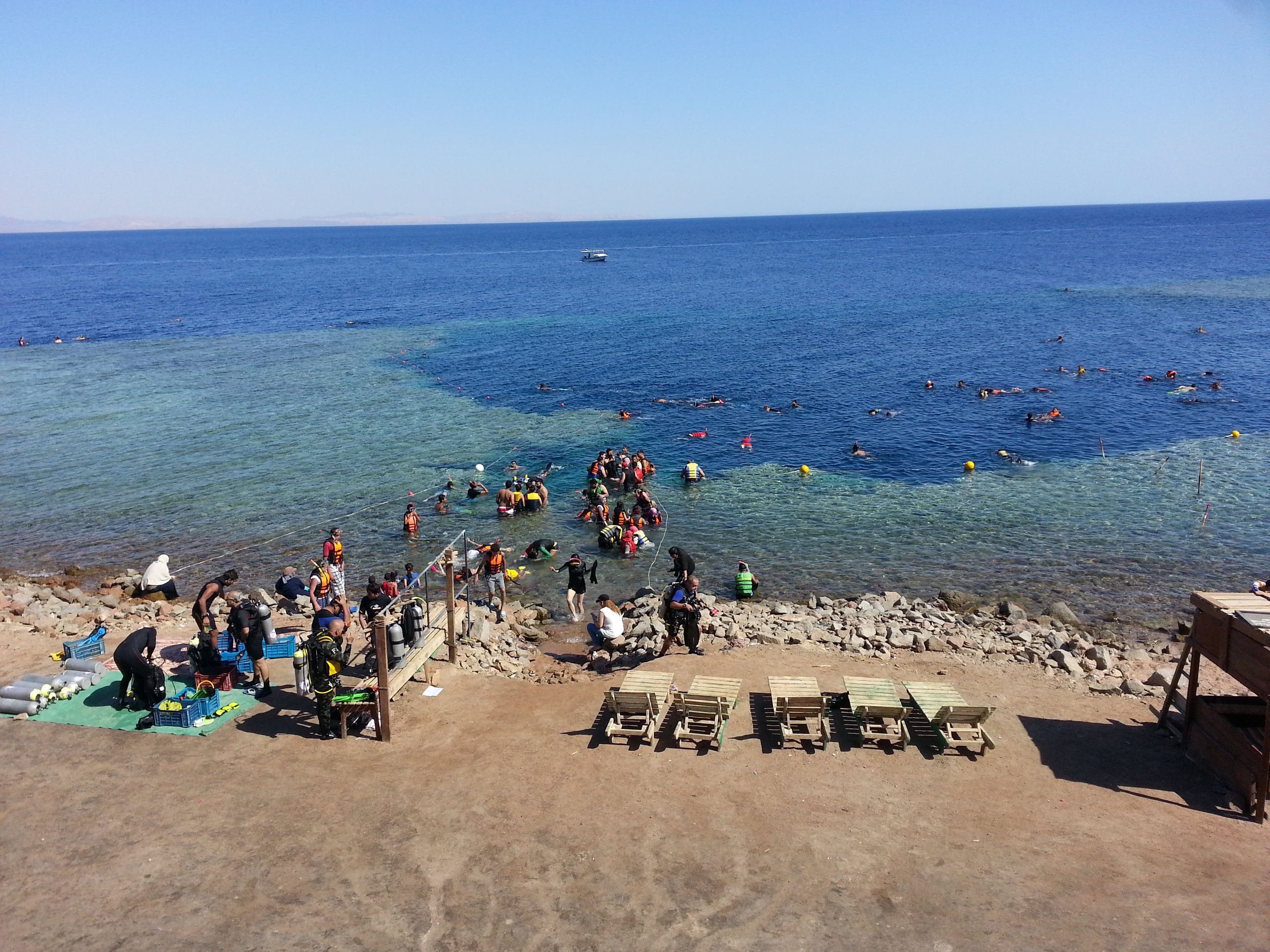 sea, horizon over water, water, clear sky, nature, large group of people, scenics, real people, beach, day, outdoors, blue, beauty in nature, sky, men, people