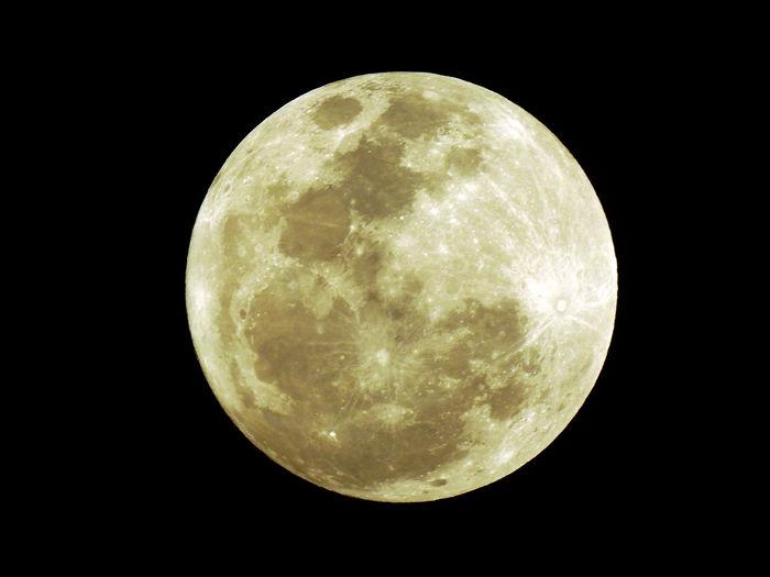 Astronomy Beauty In Nature Discovery Exploration Full Moon Majestic Moon Night NikonP900 Nikonphotography Planetary Moon Scenics