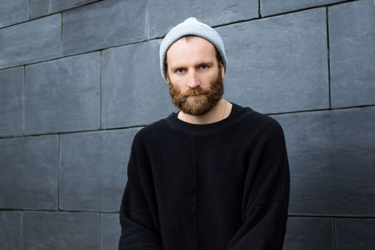 ::: Ben Frost ::: Native Instruments Ben Frost Music Producer Music Production Electronic Music Pressshot Music Portrait Men Front View Concrete Wall