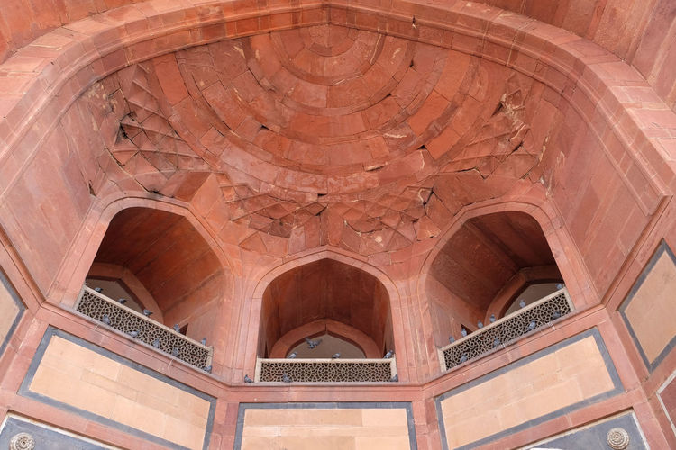 Architecture detail inside the Humayun's Tomb, built by Hamida Banu Begun in 1565-72, Delhi, India ASIA Delhi Empire Humayun India Persian Unesco Architecture Ceiling Cupola Emperor Grave Heritage Historic History Islam Mausoleum Moghul Mogul Mughal Old Palace Stone Tomb Travel Destinations