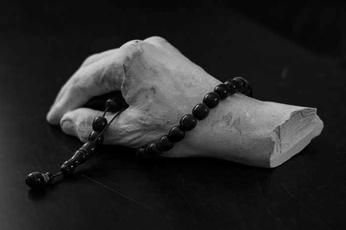 the hand Tranquility Travel Old Check This Out Focus On Foreground Hanging Out Hanging Indoors  Multi Colored No People Gebet Prayer Prayers Chain White Hand White Blackandwhite Black Plaster Melancholic Beten Pray Believe Belive On God Stone Stone Wood Perlenkette Pearls Pearl Pearl Necklace  The Still Life Photographer - 2018 EyeEm Awards EyeEmNewHere A New Beginning
