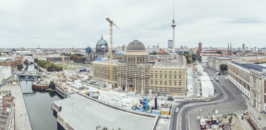 View of the Humboldt Forum while being built Humboldt Forum Humboldtforum Berlin Construction Site Berlin Palace In Winter Berliner Schloss Museum Berliner Stadtschloss Building Brick Wall Aerial View Building Exterior Sky Cityscape Tourism Dome Cloud - Sky Outdoors Travel Destinations City High Angle View Transportation Travel Built Structure Architecture Day