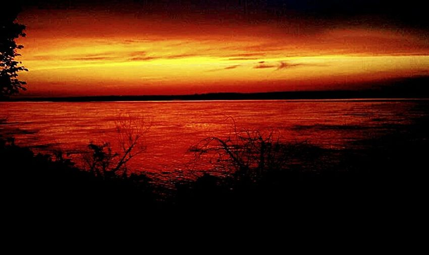 Epic capture of the sunsetting over the Mississippi river!