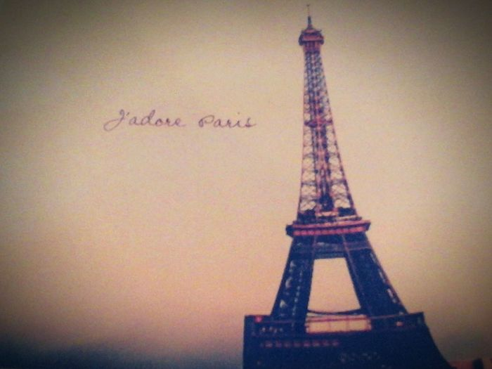 Amazing picture of the Eifel Tower in Paris, France. I just LOVE Paris soooo much!!♥♥ Paris is so ♥Beautiful♥ :3 Cute♥ Enjoying Life Check This Out Beautiful ♥ OMG So Pretty!!