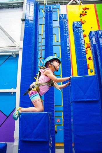 Lifestyles One Person Climbing Leisure Activity Standing Real People Outdoors Day Childhood People Young Adult Adult