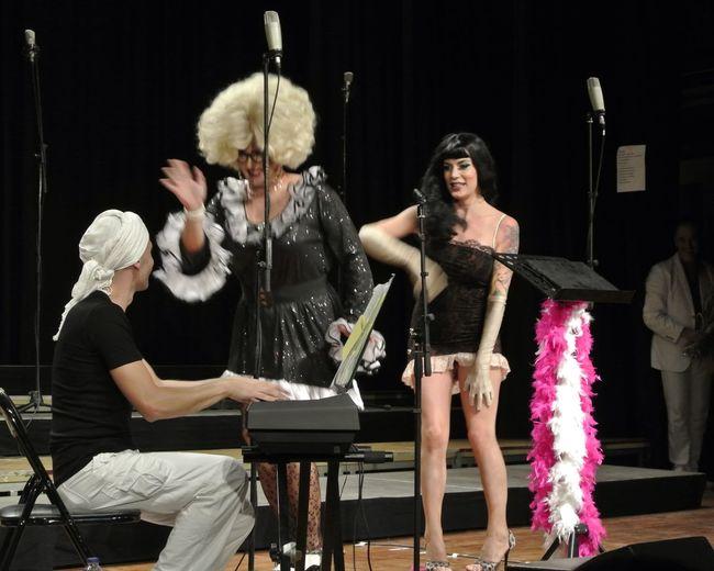 """per reflexionar sobre... el riure 😂😂😂 las bastarda Lola&Caroline a l'espectacle del Cor Vivace """"Divamites"""" bon dia!!!!"""