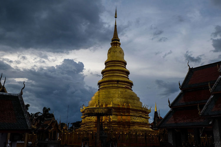 Hariphunchai Chedi Pagoda Architecture Religion Spirituality Business Finance And Industry History Statue Outdoors Cityscape No People Sky Day Thailand🇹🇭 Gold Colored Spirituality Architecture Ancient Gold Travel Destinations Lamphun ,Thailand Cultures Cloud - Sky Ancient Civilization