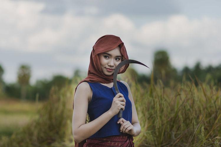 สาวน้อยบ้านนา Portrait Standing Looking At Camera Rural Scene Childhood Young Women Sky Casual Clothing
