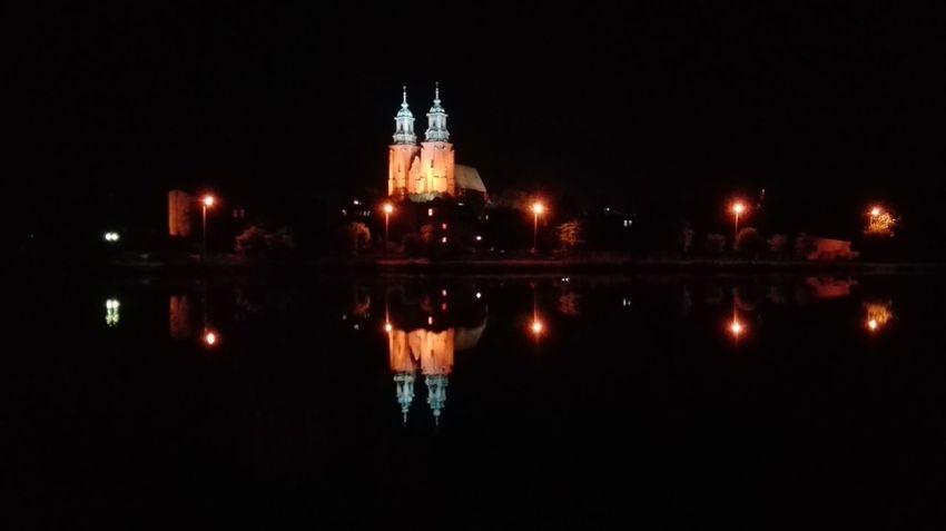 Gniezno katedra nocą
