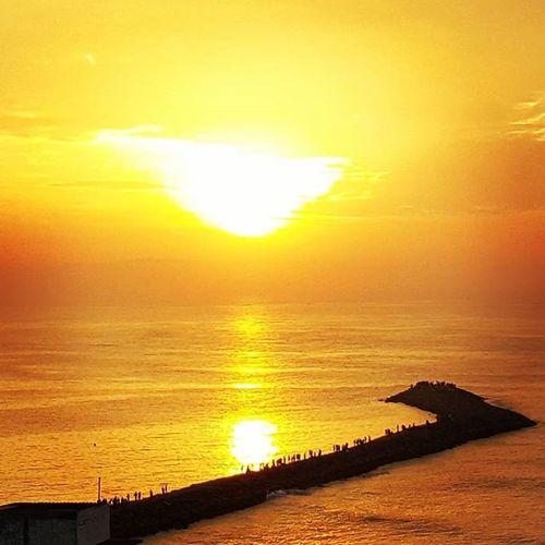 Spectacular Unique Sunrise Earlymorning  Enchantingtamilnadu Incredibleindia Kanyakumari Seawater Thetipofindia Orange Color S6photography Travel Photooftheday