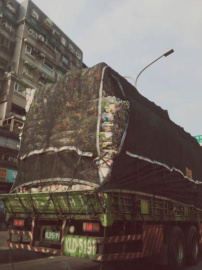 保特瓶卡車 Plastic Truck Architecture Built Structure Building Exterior Sky City End Plastic Pollution