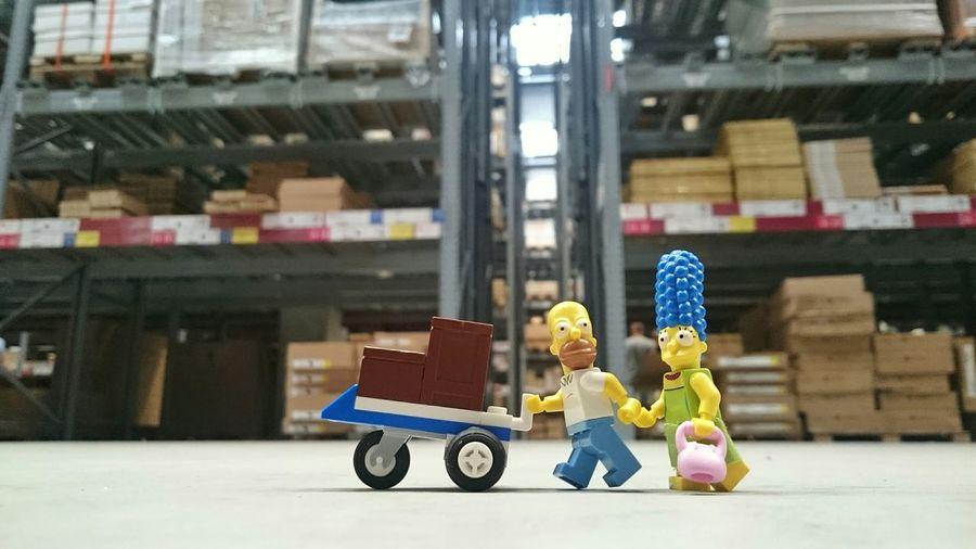 - Où es-tu petite étagere ? - Oh Homer j'aime faire les courses avec toi. IKEA étagère Marge Homer Simpsons Paris Nord 2 Gonesse