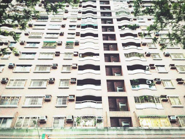 萬丈高樓平地起。 Kaohsiung 平常日