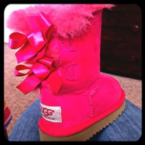 #pink #uggs #bow
