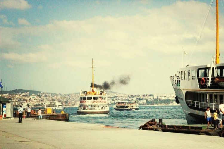 Yolalmakgerek Vapur Karaköy Istanbul