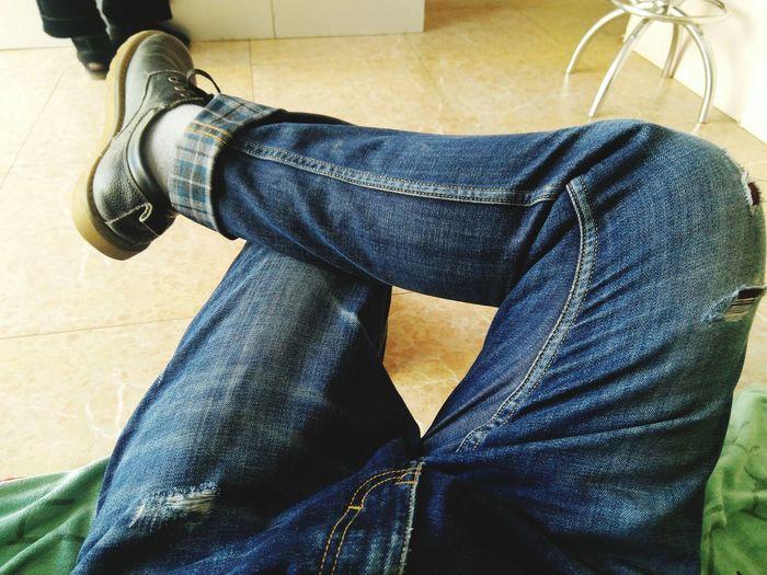 无聊 Shoe Human Leg Low Section One Person Human Body Part