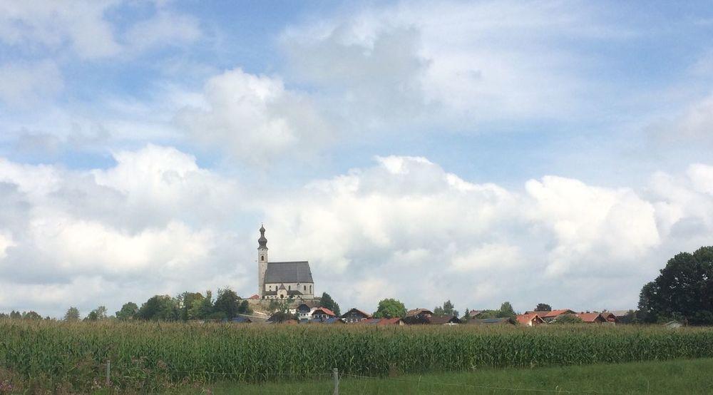 erk op een terp in Duitsland. Kerk Duitsland