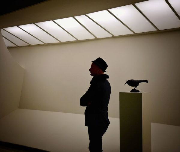 Man With Raven at Solomon R. Guggenheim Museum, New York City People Of New York Fantastic Exhibition Exploring Art People Matching Art FUJIFILM X-T1 The Portraitist - 2016 EyeEm Awards