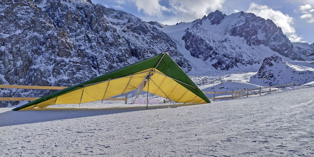 DeltaPlan Hang Gliding Hang Glider Mountain Beach Snow Sky Cloud - Sky Landscape Snowcapped Mountain Ski Track Rocky Mountains Ski Lift Mountain Peak Deep Snow Rock Formation Snow Covered Snowcapped