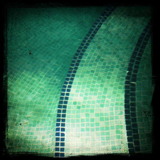 la piscina de noche.