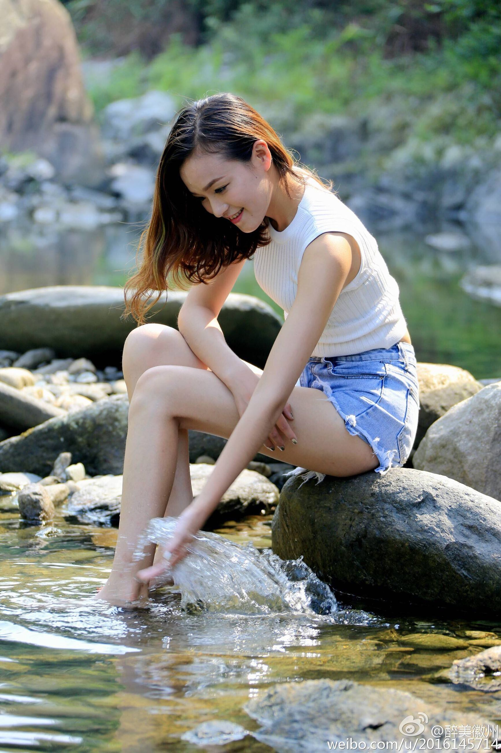 water, young women, young adult, person, full length, casual clothing, long hair, day, focus on foreground, nature, outdoors, beauty, sea, waterfront