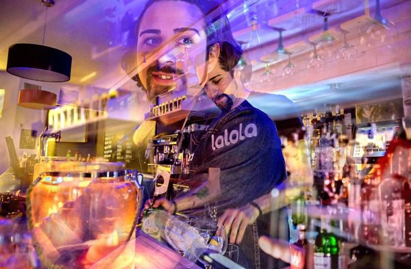 Lalola Santa Coloma De Gramanet Bar Bartender People Colors Of Technology The Color Of Technology Millennial Pink Rethink Things