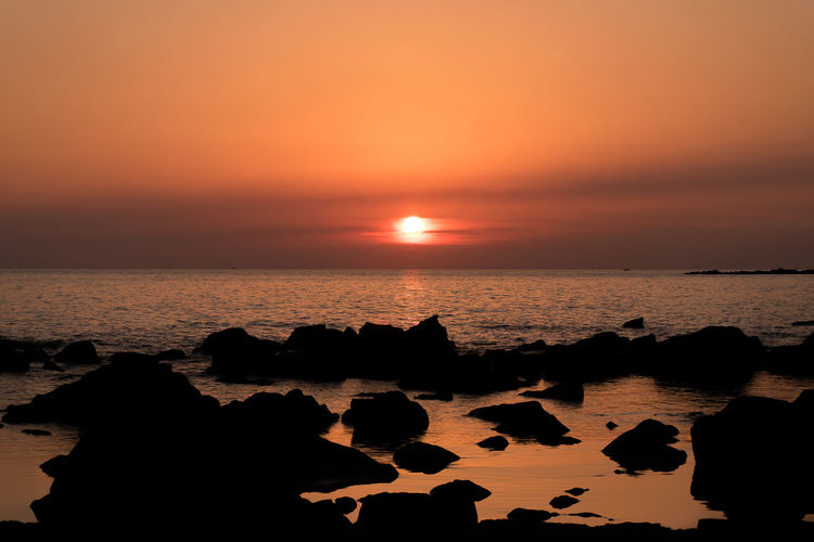 Red Santa Marinella Silhouette Sunlight Background Backgrounds Orange Color Rocks And Water Sun Sunset Sunset On The Rocks