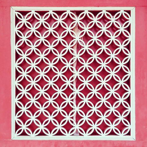 Grilles Window Wall Wood Geometric White Red Lukang Changhua Taiwan 窗花 窗戶 牆壁 木頭 幾何圖形 白色 紅色 鹿港 彰化 台灣