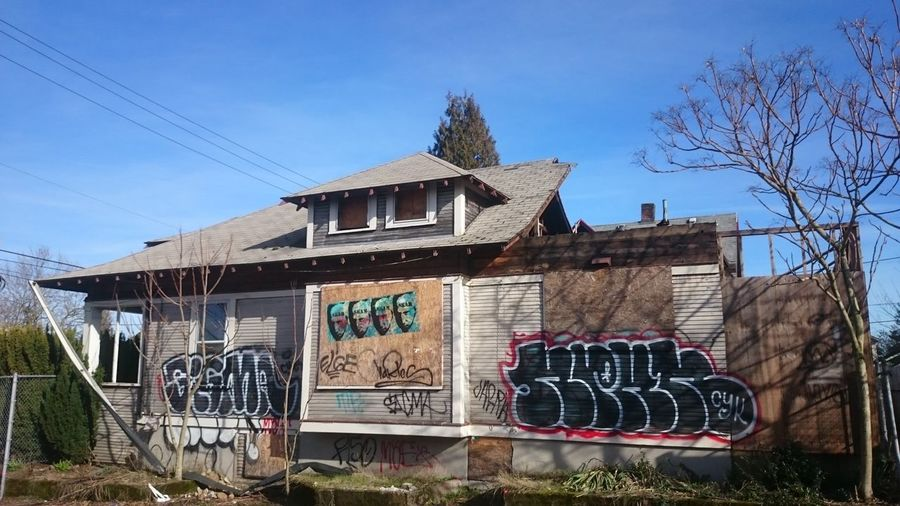 Punk house is dead. Abandoned Buildings Abandoned Abandoned House EyeEm_abandonment Boarded Up Punk House Portland My Neighborhood Graffiti Past Life The Purist (no Edit, No Filter) No Edit/no Filter No Edit No Filter