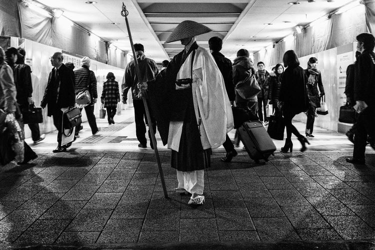Street Tokyo Street Photography Streetphotography Blackandwhite Popular Photos Black And White Street Photography Monochrome Getting Inspired Street Life Streetphoto_bw From My Point Of View Streetphotography_bw B&w Street Photography Eye4black&white  Eye4photography