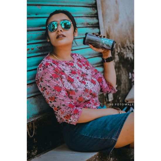 🌟lady Starbucks MumbaiDiaries Mumbai_uncensored Portrait Of A Woman Portraitvibez Portrait Streetstyleshoot EyeEm Selects One Person One Girl Only People Day Outdoors