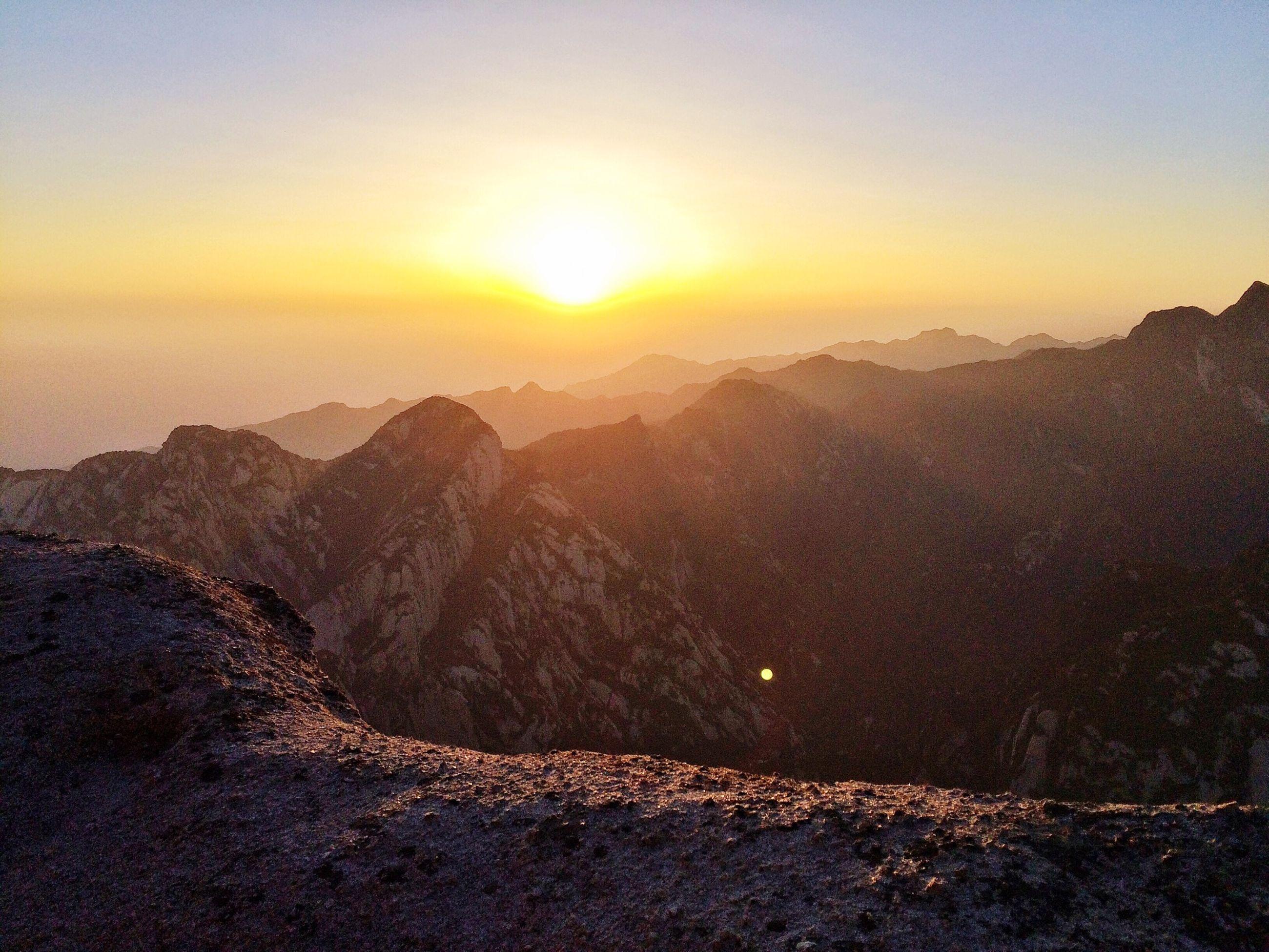 sunset, sun, scenics, tranquil scene, mountain, tranquility, beauty in nature, nature, sunlight, mountain range, idyllic, sky, landscape, sunbeam, non-urban scene, water, orange color, lens flare, majestic, remote