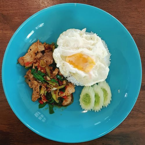Pad kraprow Thai Cuisine Thai Foods ThaiFoodGoodTaste Thai Food Style Thai Food Menu Kraprow Pork Pad Kraprow Kraprow Moo Thai Food Photography Thai Food Decoration Egg Yolk Fried Egg Plate Table Directly Above Egg Egg White Close-up Food And Drink