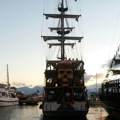 Liman Gemi KorsanGemisi💀 Günbatımı😉 Güzelgün Sessizlik Huzur... Mutluluk
