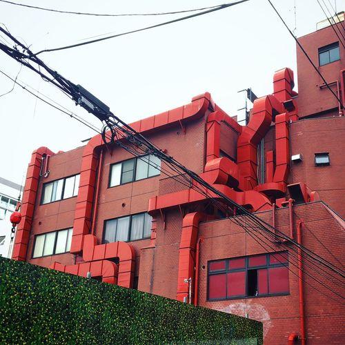 ビル ダクト 混線 Built Structure Red Duct Crosstalk The Graphic City