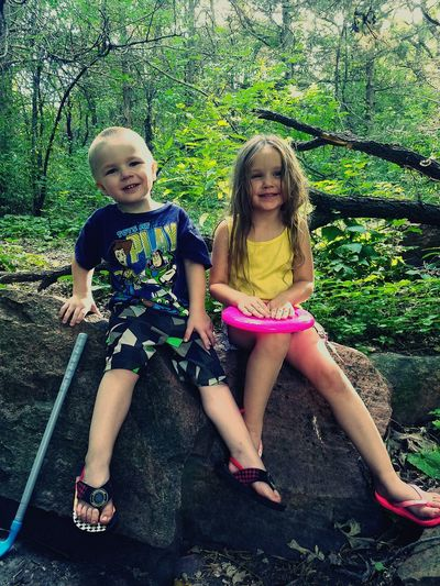 Childhood Children Only Two People Day Best Friends ❤ Togetherness Outdoors Fun Friendship Happiness Sitting Bonding Tree Blond Hair Palisades Garretson Sd Garretson Camping Summer Memories 🌄 South Dakota Nature Looking At Camera Smiling Hiking❤ Forest
