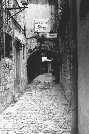 Uliiczki starego miasta w Trogirze . Streetphoto_bw Coratia Canon700D Wakacje