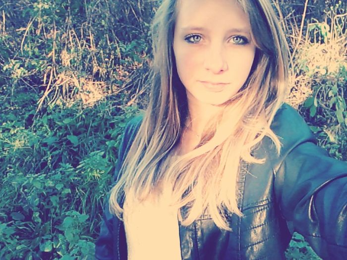 Me Dogwalking Instagram :michelleroyer98 Peace ✌