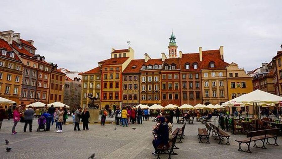 Ринок старого міста , чимось нагадує площу Ринок у львові варшава Rynek Staremiasto Square Oldtown Marketplace Warsaw
