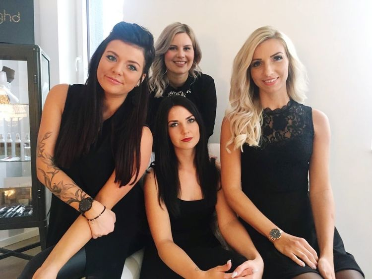 schnittschwestern🤓❤😍💇 At Work Mädels Girls Schick Dressed Up Long Day Hair Hairstyles Hair And Beauty Beauty Indoors  Love Black Long Hair Blond And Brunette My Girls Happy Seriös Smile Adult Females People Adults Only Young Adult Portrait Only Women