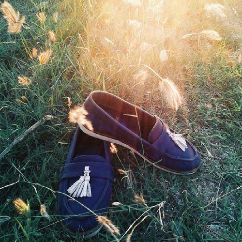 Colouring your day with Kara Blue Kanvas by @amblefootwear Amblefiversarry